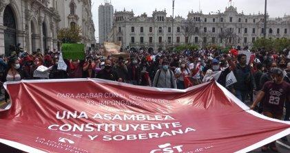 Qué hacer ante la destitución de Vizcarra y la crisis política en Perú