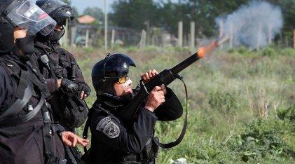 Berni miente: imágenes exclusivas de la Policía tirando gases contra quienes resistían en Guernica