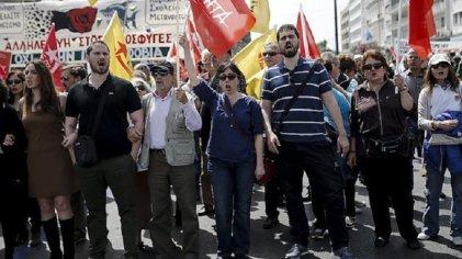 Huelga de trabajadores griegos por aumento de salarios y pensiones