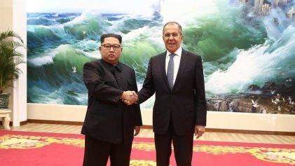 En medio de las negociaciones, Kim Jong-un se reúne con el Ministro de Exterior ruso y elogia a Putin