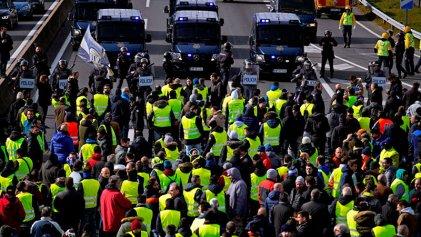 Taxistas de Barcelona amenazan con cerrar la frontera con Francia con ayuda de los chalecos amarillos