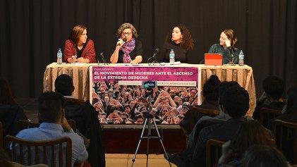 A sala llena, Andrea D'Atri debate junto a destacadas feministas en Madrid
