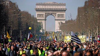 Los chalecos amarillos siguen en las calles de Francia en el Acto XV de protestas