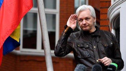 Detuvieron a Assange en la embajada de Ecuador en Londres