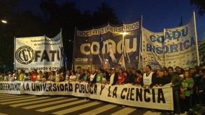 Miles movilizaron a Plaza de Mayo en la Marcha Nacional Educativa