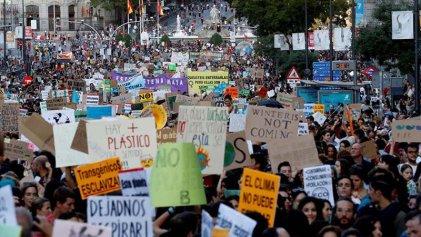 """Masiva huelga por el clima en el Estado español: """"Si el planeta fuera un banco, ya lo habrían rescatado"""""""