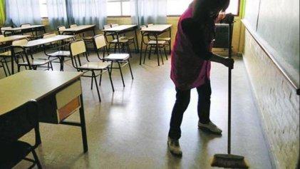 Empresas de limpieza pagan a sus trabajadores en cuotas
