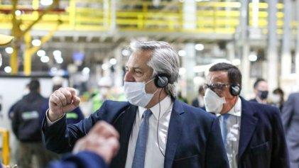 """Toyota Zárate: cientos de obreros suspendidos, pero para Fernández """"el país se pone de pie"""""""