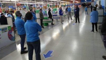 Trabajadores de Walmart La Plata retienen tareas por casos positivos de Covid-19
