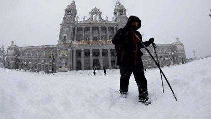 Madrid colapsada por una nevada histórica: familias sin luz y trabajadores atrapados en carreteras