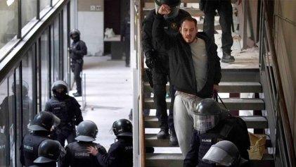 Las imágenes de la detención de Pablo Hasél