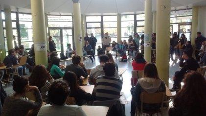 Continúa la toma del decanato de la Facultad de Derecho y Ciencias Sociales de la UNCo