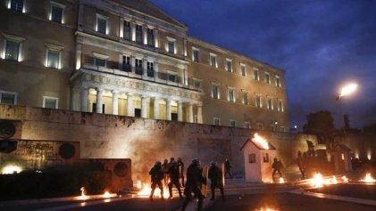 """Se incrementan las protestas en Grecia contra el """"cuarto memorándum"""""""