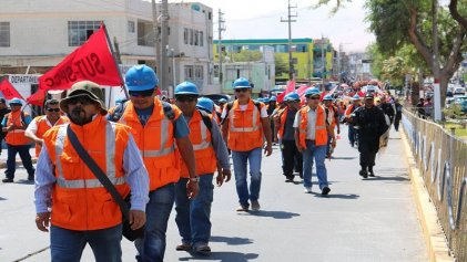 Trabajadores mineros en Perú van a huelga indefinida
