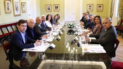 El Gobierno con los jefes del Senado: apoyo parlamentario y consenso para un nuevo dietazo