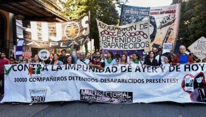 Más de diez mil personas marcharon en La Plata a 43 años del golpe genocida