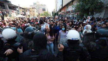 Palestinos piden la renuncia del presidente Abbas tras muerte de un opositor detenido
