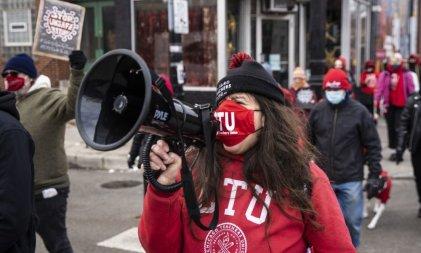 Docentes de Chicago luchan contra la reapertura de escuelas en condiciones inseguras