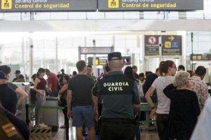 Usan a la Guardia Civil para hacer el trabajo de huelguistas en el aeropuerto de Barcelona