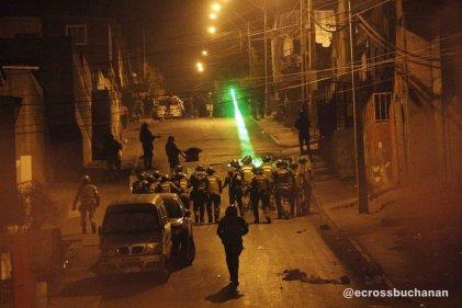 Con gases lacrimógenos y disparos de escopeta carabineros irrumpe en poblaciones de Antofagasta