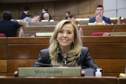 Renuncia una senadora de Paraguay por escándalo de vacunación VIP