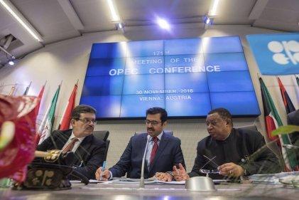El gobierno de Maduro amarrado al país rentista festeja el acuerdo de la OPEP en Viena