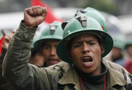 Inician huelga trabajadores de minera Cerro Verde en Perú