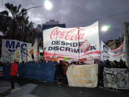 [Video] Puente Pueyrredon: trabajadores de Ran-Bat reclamaron contra los despidos