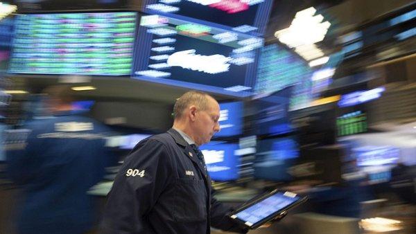 Wall Street y bolsas europeas arrancan el año con caídas por temor a desaceleración mundial