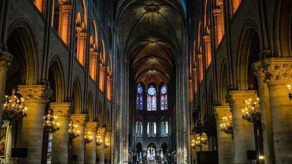 Notre Dame: una historia de casi mil años devorada por las llamas