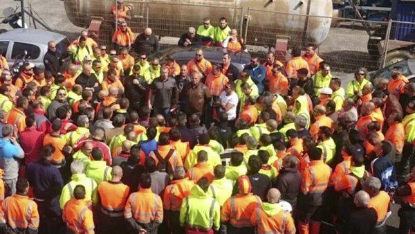Los estibadores convocan huelga para nueve días desde el 6 de marzo