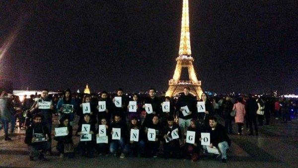 [VIDEO] Homenajes a Santiago Maldonado desde el Muro de los Federados y la Torre Eiffel en París