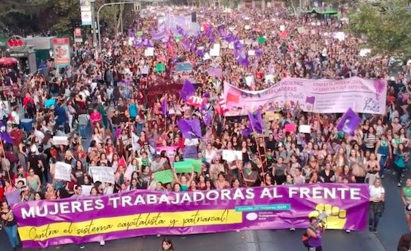 Impresionante columna de mujeres trabajadoras en marcha de Santiago por el 8M