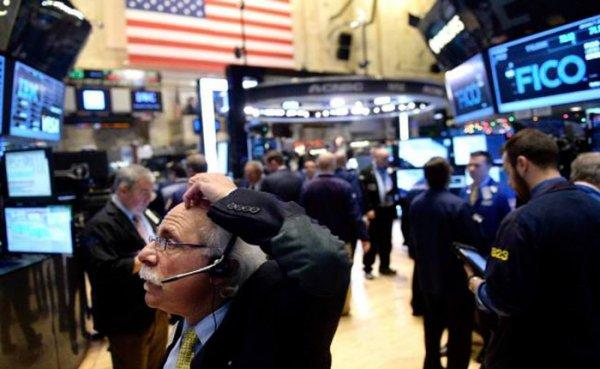 Wall Street comienza en rojo la última semana de 2015