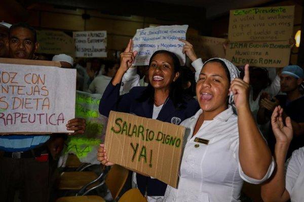 Venezuela: segunda semana de protestas de enfermeras por los bajos salarios